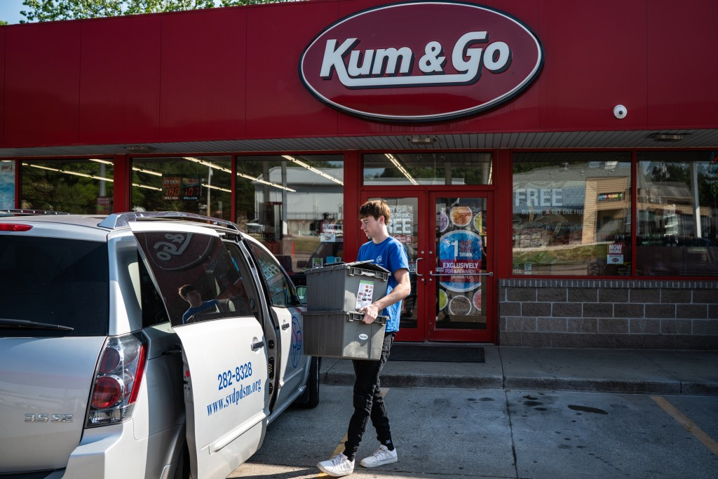 Through its food rescue program, Kum & Go donated over 1,300,000 lbs. of food in 2018. Photo: Mackenzie Knowles-Coursin